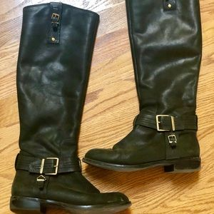 Flat riding boots